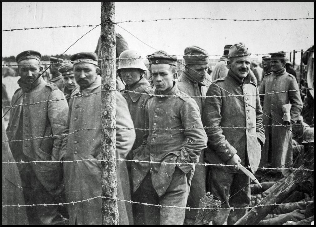 Deutsche Gefangene in einem französischen Lager